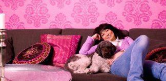 Eva Funck tillsammans med hunden Biffe