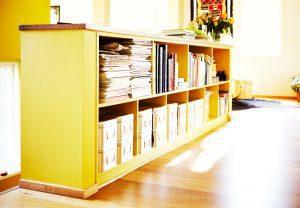 bygga platsbyggd bokhylla på mark