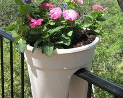 Kruka Flowerclip i plast för balkongräcket