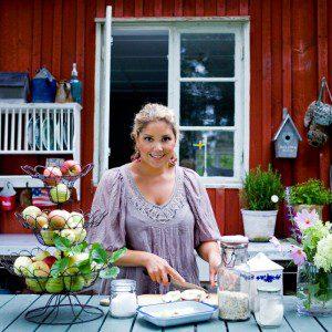 Leila Lindholm i fullt sjå med mat