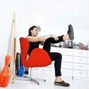 Här, i Mija Kinnings hus, kan hon riktigt sträcka ut sig både fysiskt och mentalt