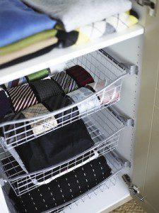 Slipsar förvara smidigt i garderob runt sängen