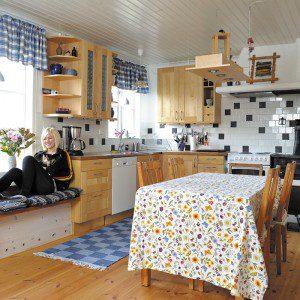 Solvärme strömmar in genom köket