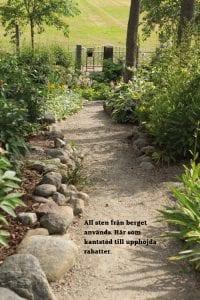 trädgård inspiration - stenar från berg intill gång