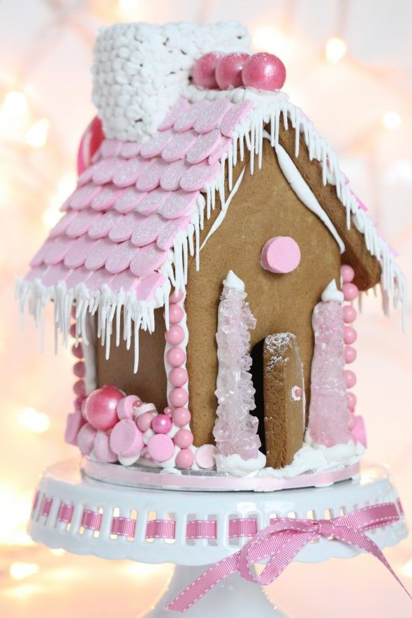 Pepparkakshus med rosa kristyr