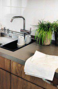 Marbodal kök i massiv ek med grå laminat och rostfritt