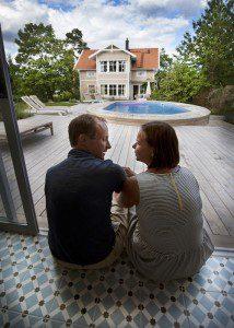 Poolreportage hos familjen Per Neyman och Sara Balmér Neyman i Nacka.