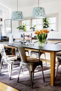 Järnstolar i köket hos Arga Snickaren FOTO: CAROLINA BYRMO
