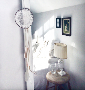 Vacker lampskärm för en lampa hittad som loppisfynd
