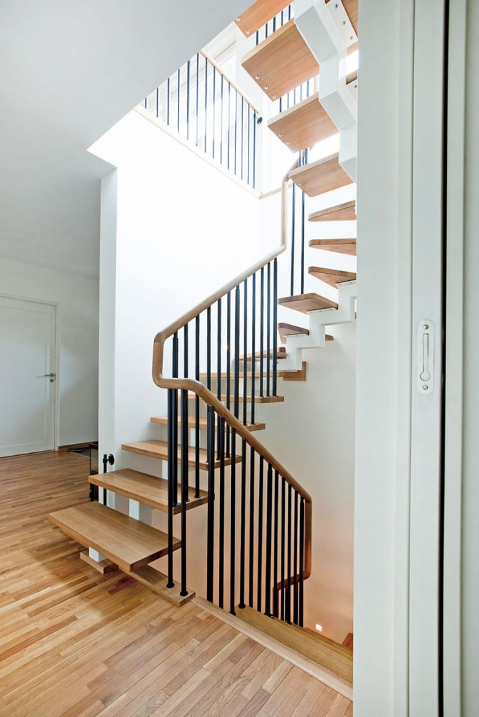 Moderna Trappor Enbalkstrappa