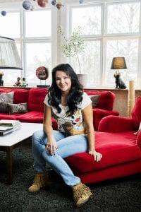 Sofia Wistam lyssnar på podcast