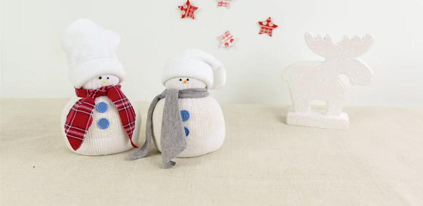 Julpyssel tillverka snögubbar av strumpor!