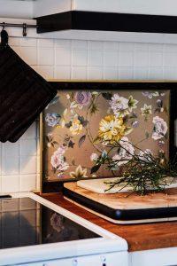 i köket hemma hos Denise Rudberg