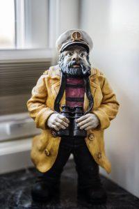 Sjömannen staty hemma hos Hasse Kvinnaböske Andersson