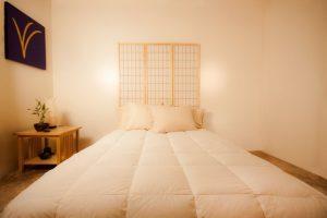 Feng Shui sovrum i vitt