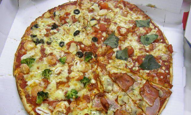 överbliven julskinka pizza