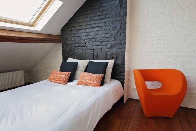 inreda sovrum med snedtak - färgmatchning
