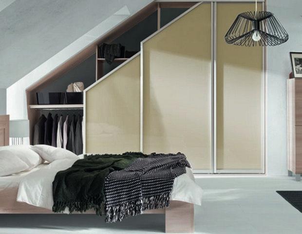 inreda sovrum med snedtak