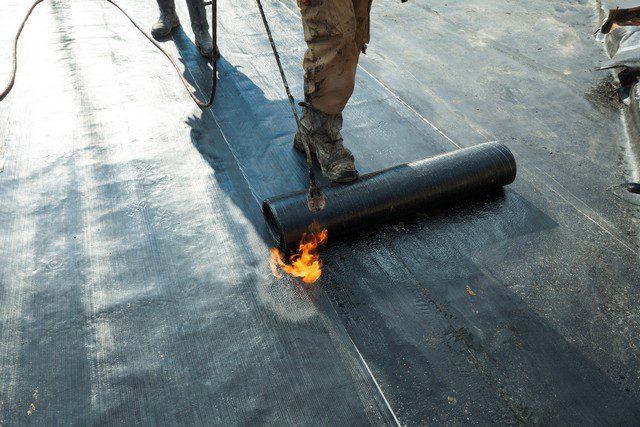 bränna och lägga takpapp