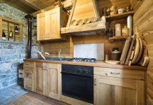 lantligt kök i trä