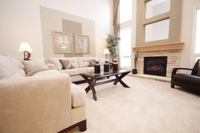 möblera vardagsrum i ljus stil