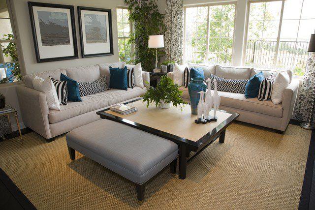 möblera vardagsrum i vinkel