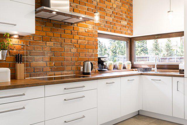 tegelvägg inomhus - kök