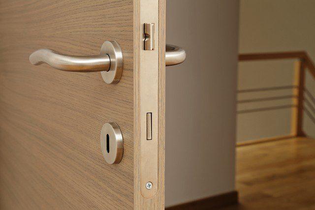 välj passande dörrar inomhus