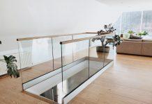Glasräcke vid trappa inomhus. Passar även altan & balkong utomhus.